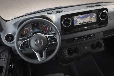 Fast wie in einer Limousine: Das Cockpit des Sprinter. Foto: Daimler
