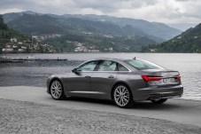 Durch die flachere Linienführung wirkt der neue A6 dynamischer als sein Vorgänger. © Audi