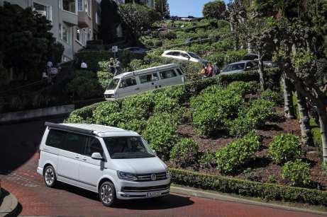 Der VW California auf der Lombard Street in San Francisco. Foto: Auto-Medienportal.Net/VWN/Stephan Lindloff