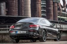 Zwei Doppelendrohre zeugen von mächtigem Bums im Aggregat. © Daimler