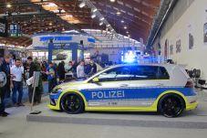 Die Aktion TUNE IT! SAFE! warb mit einem VW Golf als Polizeiauto.