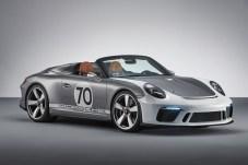 Flach, breit, fahrbereit: Die Studie 911 Speedster Concept schenkt sich Porsche selbst zum 70. Geburtstag. © Porsche