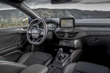 Das aufgeräumte Cockpit. Es gibt nur noch wenig Schalter und Knöpfe. Nahezu alles wird über das Touch-Screen bedient. Foto: Ford