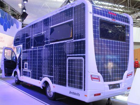Bis auf die Aufbau-Kanten in das e.home komplett mit Solarzellen bestückt.