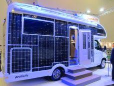 Die Aufbau-Tür ist zwar außen, aber nicht innen mit Solarzellen belegt.