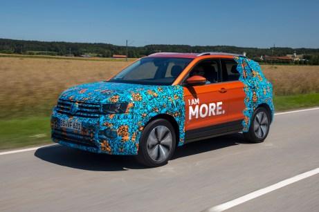 Under Cover: Die Vorserien-Modelle sind mit Tarnfolie beklebt. Erst im Oktober 2018 enthüllt VW das echte Design. © VW