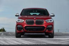 """Doppelscheinwerfer mit LED-Technik und die horizontal ausgerichteten Nebelscheinwerfer bilden mit der charakteristischen """"Niere"""" eine neue Interpretation des Sechs-Augen-Gesichts. © BMW"""