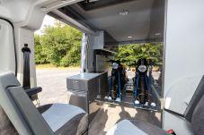 Der vielseitige Transporter bietet Platz für zwei Motorräder. Foto: Citroën