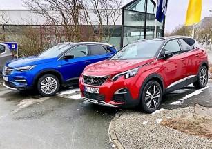 Die optisch ungleichen Geschwister: Opel Grandland X und Peugeot 3008. Foto: Klaus H. Frank