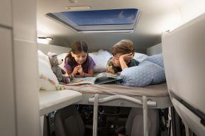 Der Grand California kann mit einem gemütlichen Kinderbett ausgestattet werden. Foto: VW