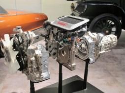 Ein Zweischeiben-Kreiskolben- Wankel-Motor mit Turbolader und Ladeluftkühlung ist eine Präsentation und Erläuterung wert.