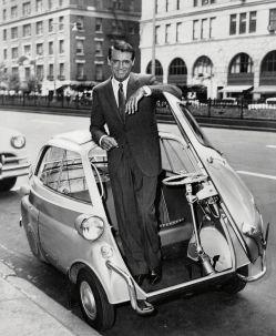 US-Schauspieler Cary Grant als Werbeträger für die BMW Isetta in den 1950er-Jahren. Foto: Auto-Medienportal.Net/BMW