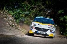 Wer den Sprung ins ADAC Opel Rallye Junior Team schafft, darf zur Belohnung einen 190 PS starken Opel Adam R2 fahren. © Opel