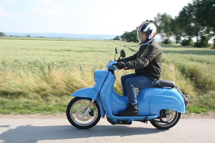 Der populärste Roller aus Ost-Deutschland genießt heute Kultstatus, wird noch relativ häufig auch im Westen der Republik gefahren – und ist wieder auferstanden. Foto: Auto-Medienportal.Net