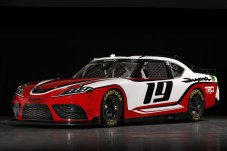 Für das Comeback des Supra hat Toyota intensiv an dem Rennwagen gearbeitet, zusammen mit den Tochterunternehmen Toyota Racing Development und Calty Design Research. Die beiden Firmen können eine große NASCAR-Erfahrung vorweisen. © Toyota