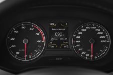 Im Display des Seat Leon TGI kann der Fahrer ablesen, in welchem Modus er sich befindet und welche Reichweite mit welchem Kraftstoff er noch hat. Foto: Seat