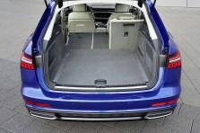 Die hintere Sitzanlage lässt sich dreigeteilt umklappen und portioniert damit den insgesamt maximal 1680 Liter großen Laderaum, ohne Stufen, aber mit einem leichten Anstieg hin zu den Rückenlehnen der Vordersitze. Foto: Auto-Medienportal.Net/Audi