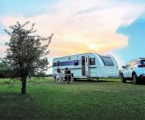 Fertig für den Winterschlaf? Hier der Adora 673 PK - ein Komfort-Wohnwagen für Familien mit größeren Kindern. Foto: Auto-Medienportal.Net/Adria