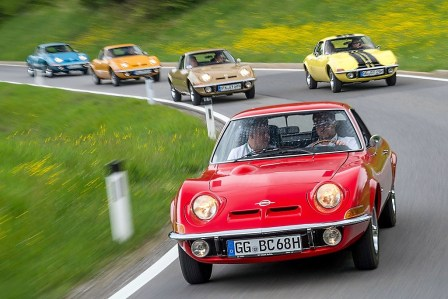 Autocorso mit dem Opel GT. Foto: Auto-Medienportal.Net/Opel