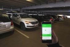 Bling-Bling: Wenn man will, kann man das Auto auch per Smartphone blinken lassen. © Skoda