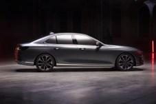 Eine lange Motorhaube, ein klassischer Kofferraum und horizontale Karosserie-Linien schaffen eine elegante Note für die Premium-Limousine. © VinFast