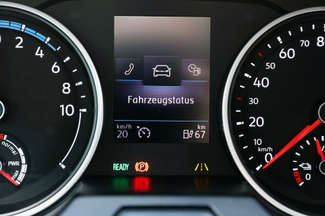 Die Armaturen mit der Anzeige für den Status der Batterie. Foto: Volkswagen