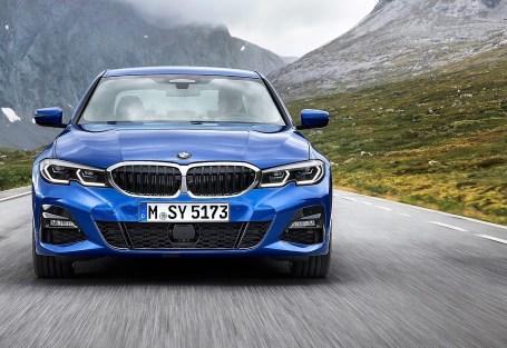 Die neue BMW 3er Limousine weist zudem einen tiefen Fahrzeugschwerpunkt und eine im Verhältnis 50 : 50 ausbalancierte Achslastverteilung sowie eine umfangreich gesteigerte Steifigkeit von Karosseriestruktur und Fahrwerksanbindung auf. Foto: Auto-Medienportal.Net/BMW