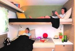 Unter dem Kinder-Längsbett sind quer sogar noch zwei Querbetten möglich.