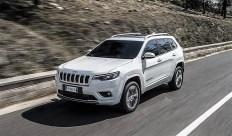 Die Neugestaltung entscheidender Karosseriebereiche wie Front und Heck verleiht dem neuen Jeep Cherokee ein moderneres Erscheinungsbild. © FCA