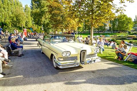 Beim Picknick mit Aussicht im Sommergarten glänzte dieser Ford Edsel.