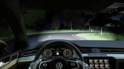 Der Arteon bietet als erster Volkswagen ein dynamisches Kurvenfahrlicht mit neuer, vorausschauender Regelung. Die LED-Doppelscheinwerfer leuchten dabei bereits bis zu zwei Sekunden vor dem eigentlichen Ansteuern einer Kurve deren Verlauf aus. Foto: VW