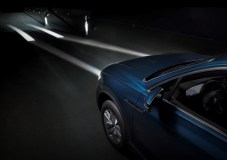 """HD-LCD-Scheinwerfer weisen den Weg mit Hilfslinien, die auf die Straße """"gemalt"""" werden. Foto: VW"""