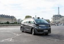 Navya SAS mit Sitz in Villeurbanne in der Nähe von Lyon produziert inzwischen zwei Fahrzeuge zum Personentransport. Hier das Autonom Cab in Paris. Foto: Auto-Medienportal.Net/Navya