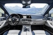 Im Innenraum findet man eine serienmäßige Ausstattung mit drei Sitzreihen und insgesamt sieben Plätzen vor. © BMW