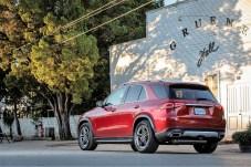 Zwei Motorisierungen, ein Diesel mit vier und ein Benziner mit sechs Zylindern, sind zunächst im Angebot. Foto: Auto-Medienportal.Net/Daimler