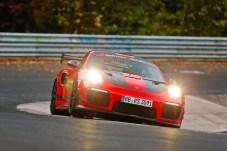 Rekord auf der Nürburgring-Nordschleife: Der 700 PS starke Porsche GT2 RS MR umrundete die 20,6 Kilometer lange Strecke in 6:40,3 Minuten. Foto: Gruppe C Photography