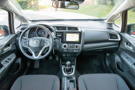 Das Cockpit des Honda Jazz mit runden Analog-Instrumenten. Foto: Honda
