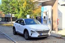 Im Sommer stellte der südkoreanische Automobilhersteller Hyundai mit dem Nexo das zweite in Serie hergestellte Fahrzeug vor, das in einer bordeigenen Brennstoffzelle aus Wasserstoff und dem Sauerstoff der Luft Strom für den Antrieb seines Elektromotors herstellt. Foto: Auto-Medienportal.Net/Hyundai