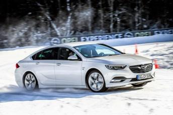 """Auf rund 4,5 Kilometer Pistenlänge unterschiedlichster Schwierigkeitsgrade lernen die Teilnehmer, wie sich das Auto """"mit kühlem Kopf"""" sicher beherrschen lässt. Foto: Opel"""