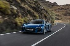 Schwarzer Kühlergrill, leicht gestraffte Linien: Der überarbeitete R8 unterscheidet sich optisch nur marginal vom bisherigen Modell. © Audi
