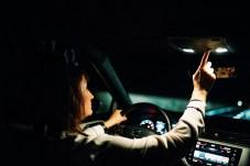 Obwohl die Nutzung der Innenbeleuchtung während der Fahrt nicht verboten ist, sollte sie nicht dauerhaft eingeschaltet sein - es stört auf Dauer. Foto: Seat