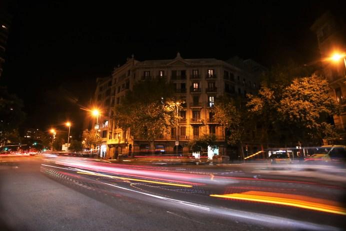 Obwohl das Verkehrsaufkommen nachts geringer ist, passieren in Europa 30 Prozent aller Unfälle in den Abendstunden. Vor allem bei schlechter Sicht ist es wichtig zu wissen, wie man seine Scheinwerfer richtig einsetzt. Foto: Seat