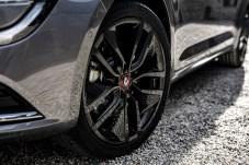 Die Talisman S-Edition fährt auf schwarzen 19-Zöllern vor. © Renault