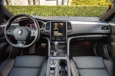 Der Innenraum ist wertiger geworden, aufgeschäumte Kunststoffe sowie Lederoptik sind auf dem Armaturenbrett zu finden. © Renault