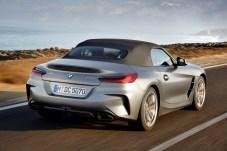 Sowohl mit offenem als auch mit geschlossenem Verdeck wirkt der Zweisitzer flach, sportlich und kompakt. Foto: BMW