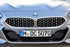 Die neu gestaltete BMW Niere im Mesh-Design und erstmals vertikal angeordnete Scheinwerfer erzeugen eine unverwechselbare Frontansicht. Foto: BMW