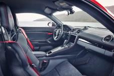 Nicht mehr als nötig: Der Innenraum des 718 T, der ab sofort bestellbar ist. © Porsche
