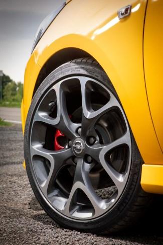 Die 18-Zöller kosten 750 Euro extra, sind allerdings auch dem GSi vorbehalten. Serienmäßig steht der sportliche Corsa auf 17-Zoll-Felgen. © Opel