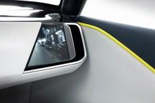 Außenspiegel gibt's nicht mehr im Opel GT X Experimental . Kleine Kameras liefern den Blick zurück für Displays links und rechts in der Armaturentafel. Foto: Opel