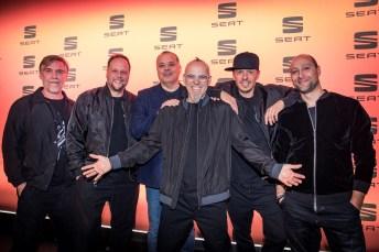 Die Fantastischen Vier mit Seat-Deutschland-Geschäftsführer Bernhard Bauer (3. v. links) und Marketingleiter Giuseppe Fiordispina (rechts). Foto: Seat